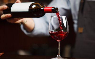 hướng dẫn rót rượu vang